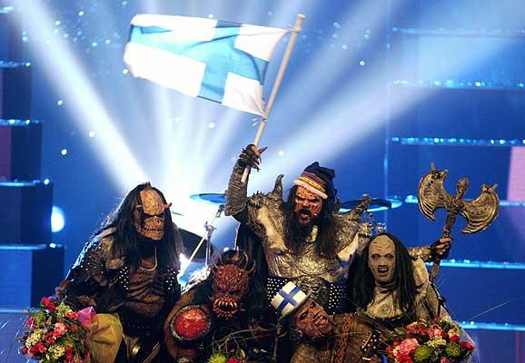 Finlandia.Lordi. ¡Finlandia arrasa en Eurovisión 2006! Lordi y su 'Hard rock hallelujah', con 292 puntos, permanecieron en cabeza del ránking durante toda la ronda de votaciones. Por aclamación popular y cumpliendo los pronósticos de los internautas son los claros vencedores. Truinfa la música y el look irreverente. Mira el vídeo