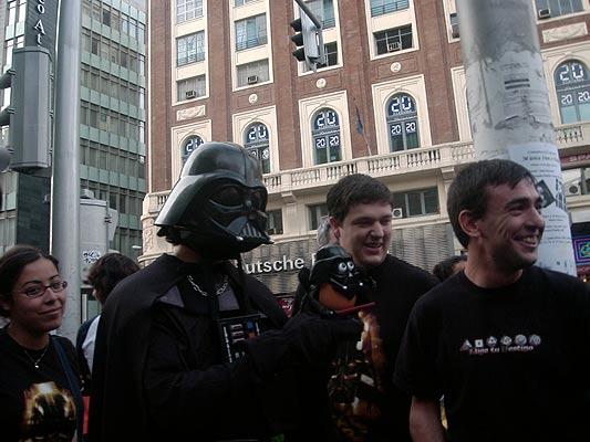 frikis10. Abundaron los jedis con sus sables láser e incluso algún Darth Vader, para que nadie olvide que el Día del Orgullo Friki es el 25 de mayo porque esa fue la fecha de estreno de La Guerra de las Galaxias.