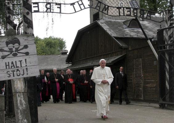 Papa Auschwitz