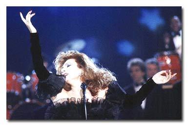 Rocío Jurado, sobre el escenario en 1989 (FOTO: Korpa).