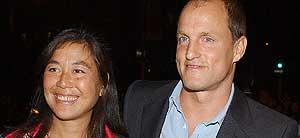 Woody Harrelson y su esposa