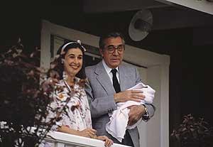Carmen Martínez Bodiú junto a Jean Maríe Rossi y Cinthia, su hija, recién nacida ©Korpa