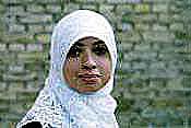 El velo islámico cubre el pelo y los lóbulos de las orejas