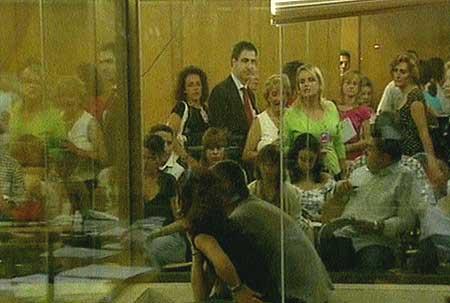 La familia de Miguel Ángel Blanco tuvo que abandonar la sala conde se celebra el juicio contra 'Txapote' (CNN+)