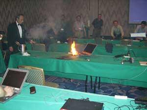 Imagen del incendio durante la conferencia