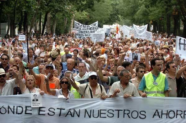 Afectados estafa filatélica protestan en Madrid (Víctor Lerena/Efe)