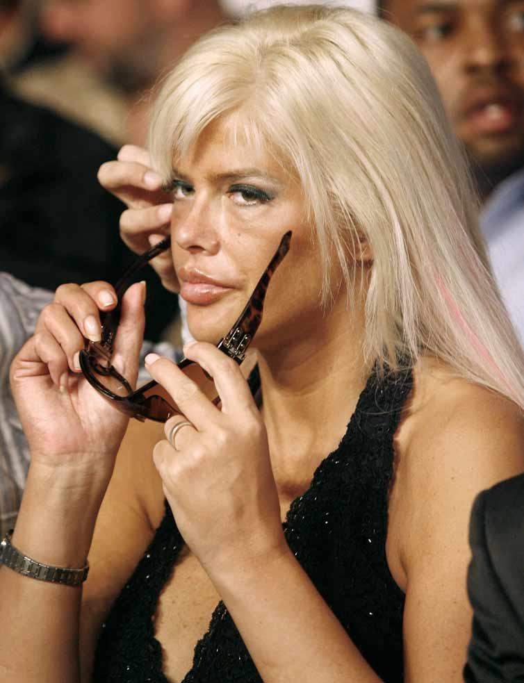 Anna Nicole Smith, la ex conejita Playboy, se queda sin rival en la ... 38c9b385c7