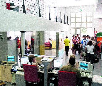 El servicio andaluz de empleo alcanza las 21 oficinas en for Oficina del sae