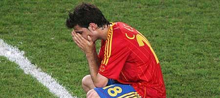 Cesc Fábregas 19 años jugador del Arsenal finalista en la Champions llora en el terreno de juego la derrota ante Francia en octavos de final del mundial de Alemania 2006