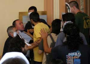 60 personas toman las oficinas de la SGAE