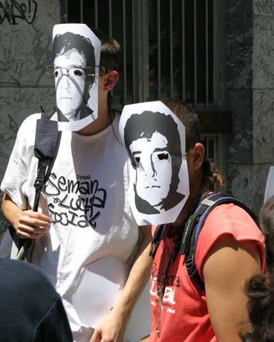 SGAE 1. Los activistas de la organización llevaban caretas de Ramoncín.