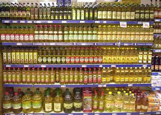"""Los aceiteros alertan """"peligroso"""" incremento precio aceite de oliva en origen (SERGIO BARRENECHEA / EFE)"""