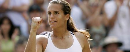 La francesa Amelie Mauresmo celebra su pase a la final
