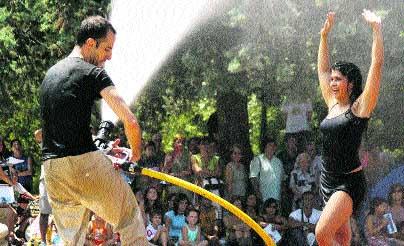 Danza, música y agua en el Parque Grande