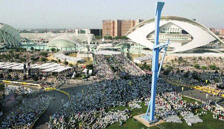 El Papa se muestra eufórico en Valencia: «Os llevo en mi corazón»