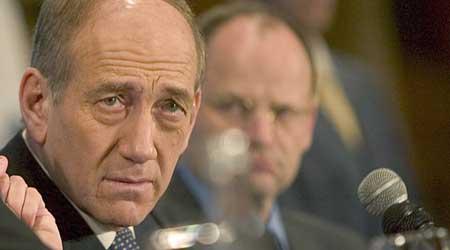 El primer ministro israelí, Ehud Olmert,justifica su ataque sobre los palestinos. (Atef Safadi / Efe)