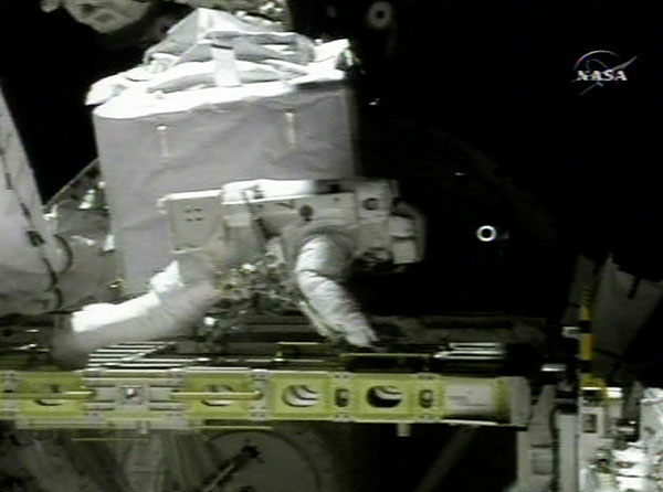 Segunda caminata espacial (NASA TV)