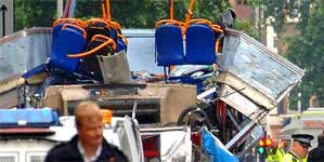 Uno de los autobuses afectados por los atentados del 7-J en Londres (Efe).