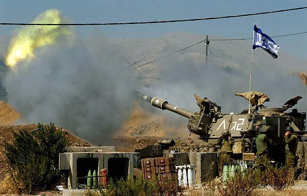 Tanque haciendo fuego al Líbano