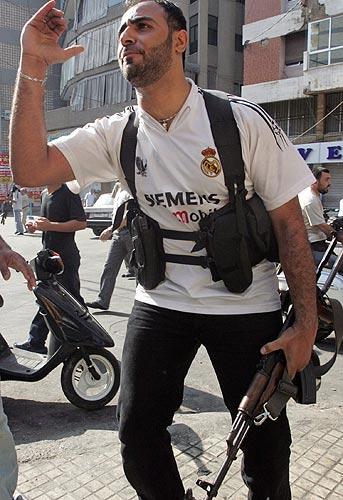 130706 miembro de Hezbolá con la camiseta del Real Madrid