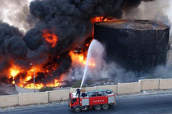Líbano  bomberos en el incendio del aeropuerto
