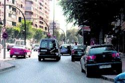 Primo de Rivera, con coches en las aceras