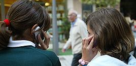 La telefonía móvil está muy extendida entre los menores