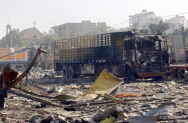 190706 Camión y zona bombardeada en el  Líbano