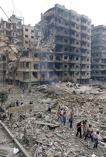 Líbano Beitur en ruinas periodistas pasando