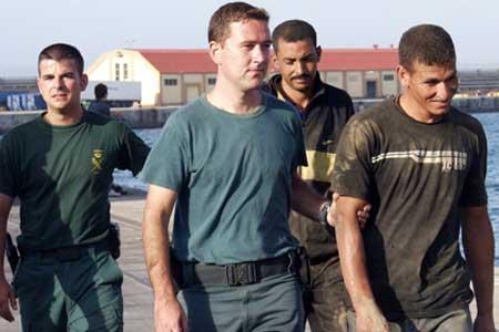 Detenidos 345 inmigrantes irregulares en Ceuta escondidos en atracciones de feria.
