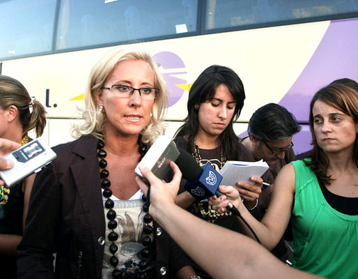 La alcaldesa de Vigo atiende a la prensa