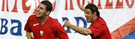 Carlos Cuéllar celebra su gol