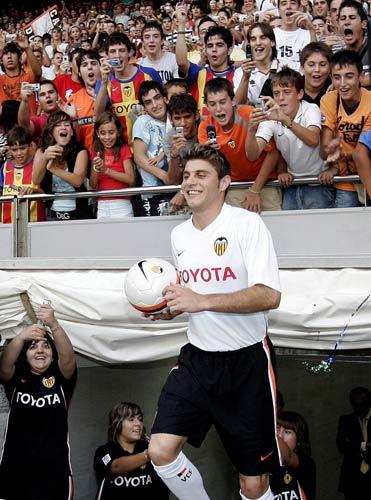 Joaquín Sanchez, en su presentación en Valencia