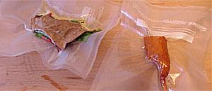 Sandwich y salchicha plastificados.