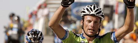 Danilo Di luca cruza la meta en La Covatilla