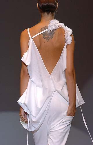 a4258069361 Una modelo luce uno de los diseños de las diseñadoras mexicanas Julia y  Renata que se presentan en el 56 Salón Internacional de la Moda de Madrid  (SIMM)
