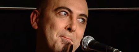 Riky López durante una actuación