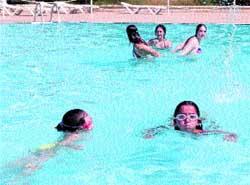 A la piscina que a n hay for Piscinas publicas zaragoza