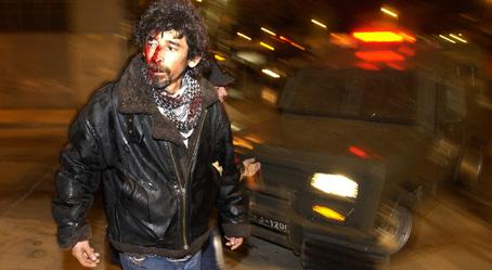 Un manifestante resultó herido en una marcha hacia un ex centro de tortura en Santiago durante el gobierno del ex dictador chileno Pinochet en el 33 aniversario del golpe de estado, el 11 de septiembre de 1973. (Ian Salas / EFE)