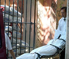 La Policía se lleva el cadáver de la mujer encontrada muerta esta mañana en San Blas
