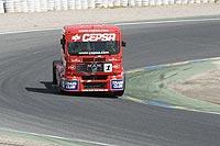 El camión de Albacete traza una curva. (Jorge París)