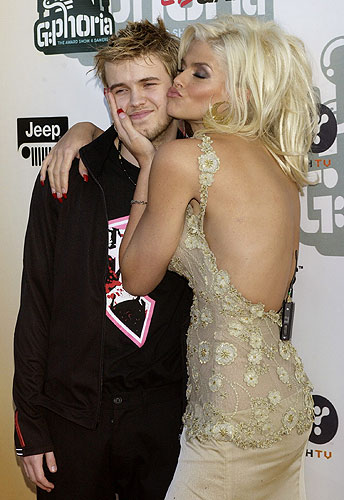 Foto  Anne Nicole Smith con su hijo   Anne Nicole Smith  sexo ... bc5924ddc8