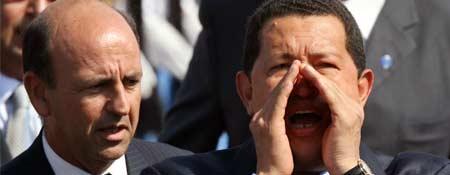 Chávez grita a la prensa en el aeropuerto José Martí de La Habana (Foto: Reuters)