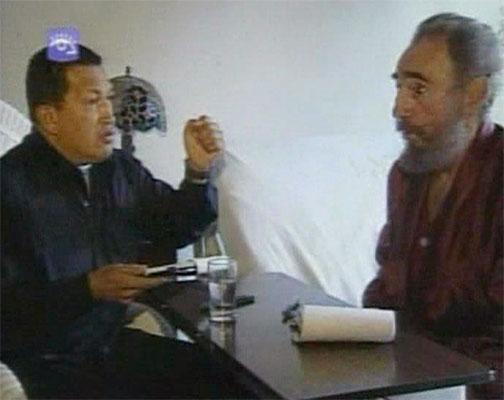 Tercera visita de Chávez a Castro 1. 1 de septiembre. Hugo Chávez y Fidel Castro, en un encuentro del 1 de septiembre emitido por la televisión cubana. Fue la tercera visita que el mandatario venezolano efectuó al presidente cubano.