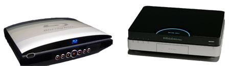 Un reproductor de Blu-ray de Sony (izq.) y un reproductor de HD DVD de Toshiba (dcha.)