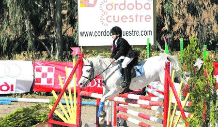 Grandes saltos a lomos de un pony