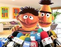 Epi y Blas, asediados por la prensa