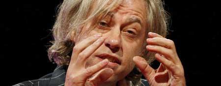 Bob Geldof junto al ministro de Economía británico, Gordon Brown