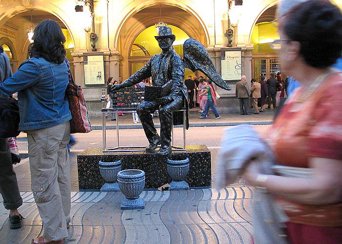 Estatua en las Ramblas de Barcelona