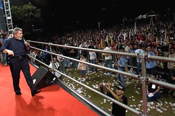290906 Lula da Silva en mitin. Inaccesible. El presidente brasileño, Luiz Inácio Lula da Silva, en un mitin de cierre de campaña a las elecciones presidenciales en Sao Bernardo do Campo, en el cinturón industrial de Sao Paulo.